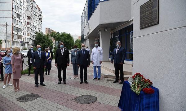 В Ростове-на-Дону по инициативе «Единой России» установили мемориальную доску в память о герое народного ополчения