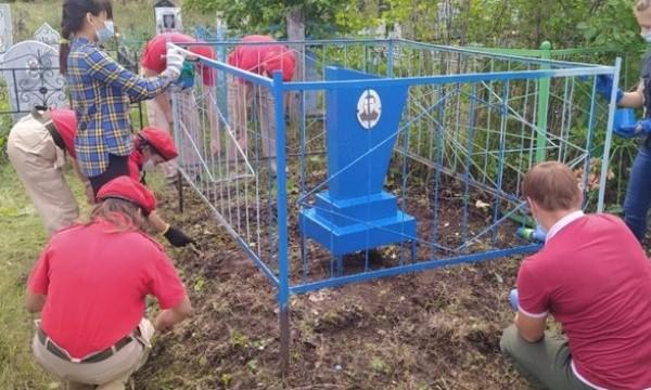 В Башкортостане активисты привели в порядок могилу ветерана