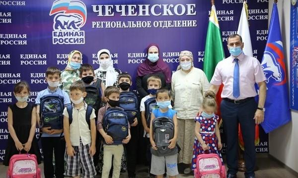 В Чечне более 500 детей из малообеспеченных и многодетных семей получили школьные принадлежности