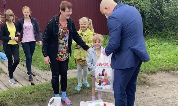 В Брянской области депутаты-единороссы присоединились к акции «Собери ребенка в школу»