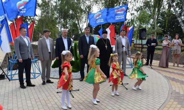 В Лебедяни открылся благоустроенный в рамках партпроекта сквер