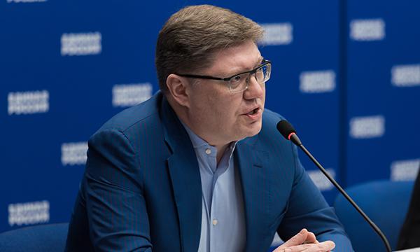 Андрей Исаев: Нужно отменить требование оформлять пособие по безработице по месту прописки