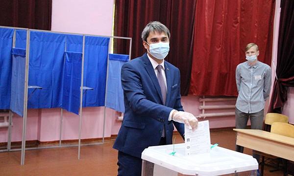 Евгений Кафеев проголосовал на выборах в Курганской области