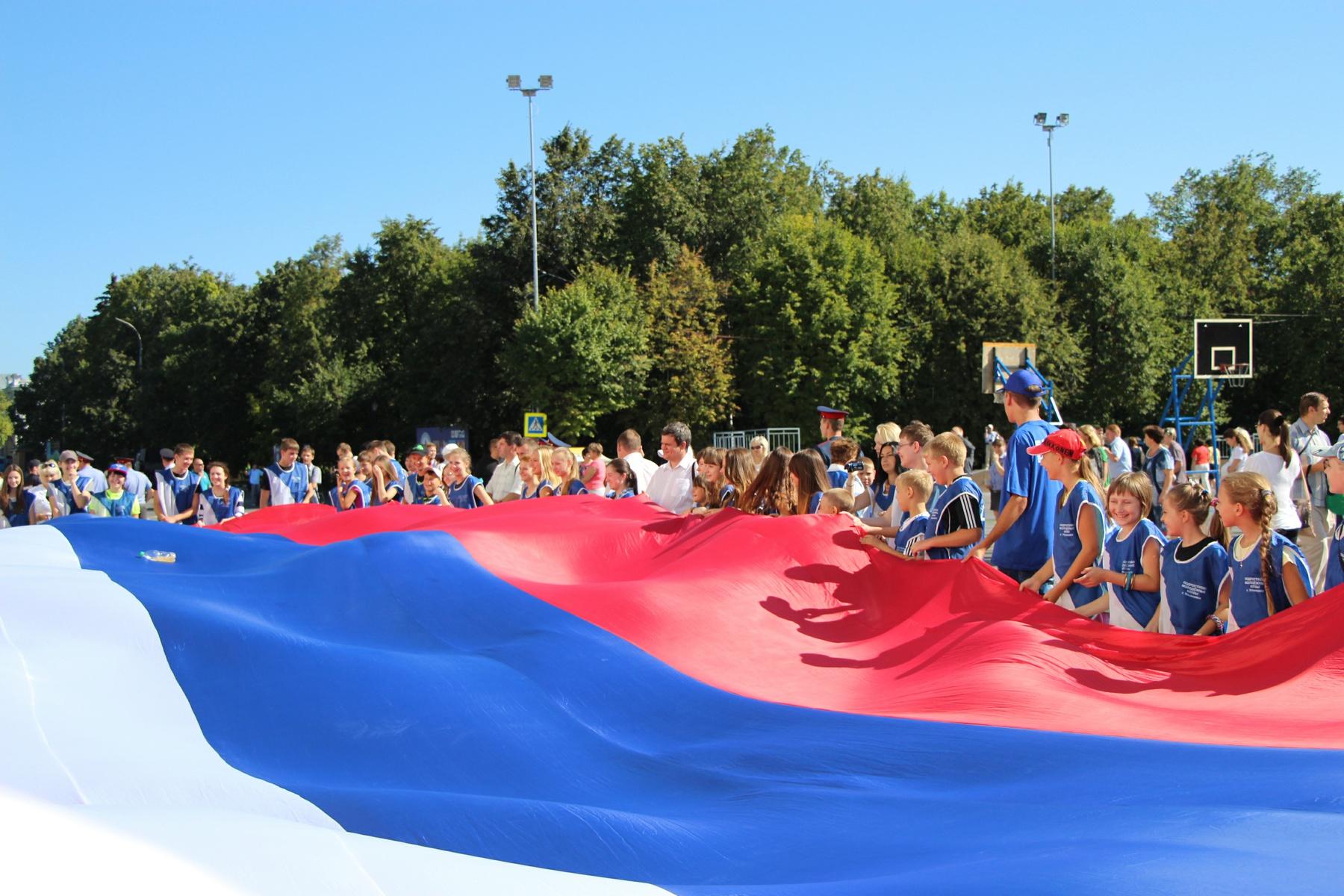 Флаг рф и дети фото