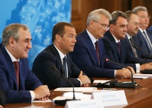 Встреча Председателя Партии, премьер-министра Дмитрия Медведева не без; партактивом на Приволжском федеральном округе